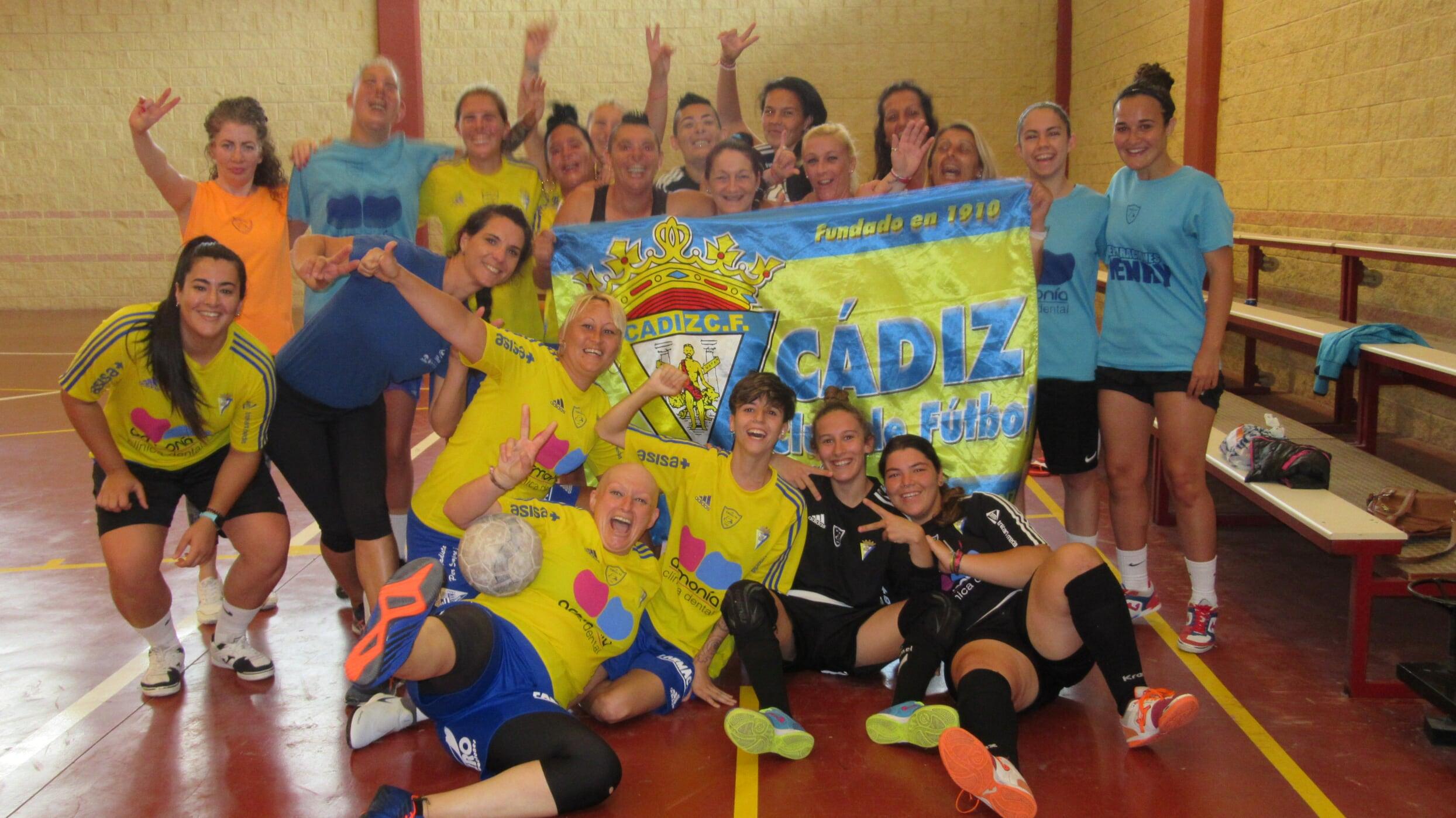 Partido de fútbol femenino en C.P. Puerto III
